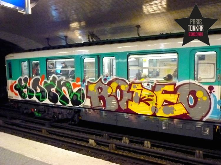 Paris : métro peint
